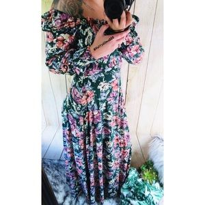 Vintage off shoulder floral maxi dress 🌷
